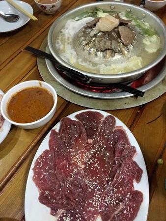 Món lẩu nướng Sầm Nưa - Ảnh: Băng Giang