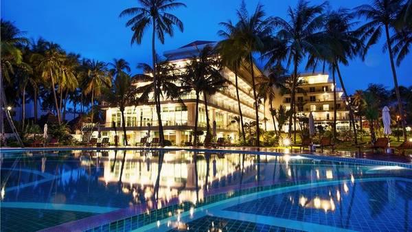 Khách sạn Mường Thanh Mũi Né lung linh trong đêm.
