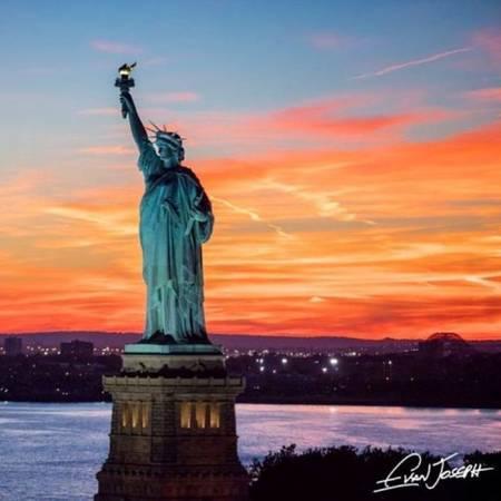 Phần nằm bên dưới mặt nước của đảo Tự do (Liberty Island), nơi tượng Nữ thần Tự do được đặt, thuộc địa phận tiểu bang New Jersey, nó không thuộc New York như mọi người thường nghĩ.