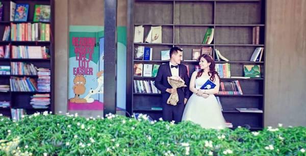 Nhiều cặp đôi cũng chọn không gian quán làm địa điểm chụp hình cưới.