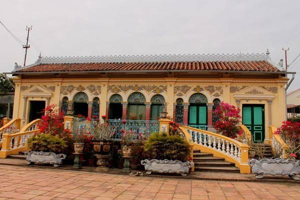 Nhà cổ Bình Thủy mang nhiều lối kiến trúc cổ xưa thời Pháp Thuộc. Ảnh: Phước Bình