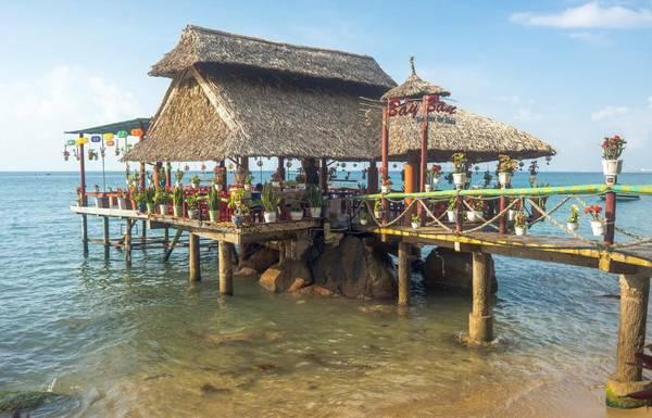 Khu vực chòi ngoài biển. Ảnh: Facebook khu du lịch sinh thái Bảy Ban