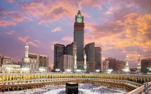 3. Tháp đồng hồ Abraj Al-Bait, Mecca, Ả Rập Saudi (601 m): Còn được gọi là tháp đồng hồ hoàng gia Makkah, công trình kiến trúc tuyệt diệu này sừng sững trên nền trời thánh địa Mecca, cách nhà thờ Grand một khoảng không xa. Khu tổ hợp Abraj Al-Bait có vô số tòa tháp, được hàng nghìn tín đồ chọn làm nơi nghỉ khi đổ về thành phố linh thiêng này. Trong đó, tháp đồng hồ là cao nhất, được gắn mặt đồng hồ lớn thứ 4 thế giới.