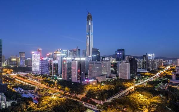 4. Trung tâm tài chính Bình An, Thâm Quyến, Trung Quốc (599 m): Tòa nhà tuyệt đẹp với phong cách hiện đại, thanh lịch này là công trình cao thứ 2 Trung Quốc và thứ 4 thế giới. Chi phí xây dựng trung tâm Bình An là 678 triệu USD, mất 6 năm để hoàn thiện.