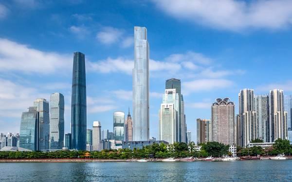 7. Trung tâm tài chính CTF, Quảng Châu, Trung Quốc (530 m): Trong số 10 tòa nhà cao nhất thế giới, Trung Quốc có tới 6 công trình. Trung tâm tài chính CTF dự định sẽ có khách sạn cao nhất thế giới ở 16 tầng trên cùng, mở cửa năm 2017.