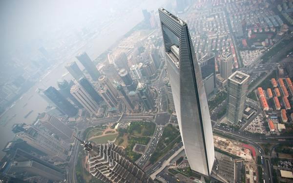 9. Trung tâm tài chính Shanghai World, Thượng Hải, Trung Quốc (492 m): Tòa tháp ấn tượng này được thiết kế theo biểu tượng trời và đất của Trung Quốc (đường lượn tròn và khoảng vuông ở giữa). Nơi đây cũng có khách sạn cao thứ 2 thế giới - Park Hyatt Shanghai.