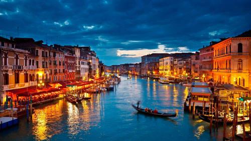 Italy là quốc gia sở hữu di sản được UNESCO công nhận nhiều nhất thế giới, con số lên đến 50. Đây cũng là quốc gia sản xuất rượu vang lớn nhất thế giới. Ảnh: Suprisingitaly.