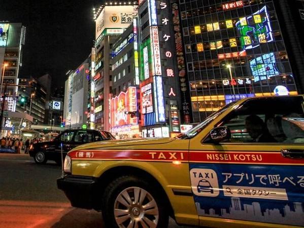 Tuyệt đối không tip ở Nhật Bản: Tip được coi là một hành động khiếm nhã, vì vậy bạn đừng ngạc nhiên khi tài xế taxi từ chối tiền tip của bạn. Trong văn hóa của Nhật, khi bạn đưa thêm tiền nghĩa là bạn muốn nói họ cần nâng cao chất lượng dịch vụ của mình. Ảnh: iStock.