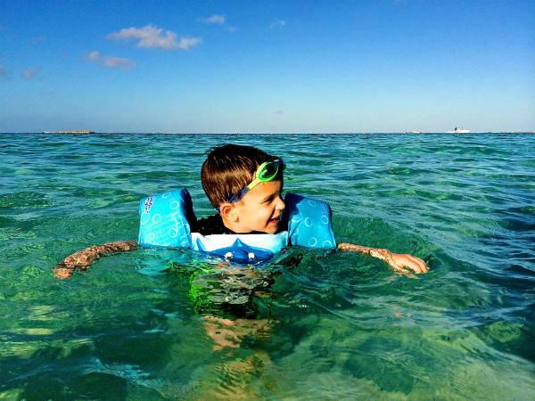 Sổ tay những điều mẹ phải nhớ khi cho con du lịch biển