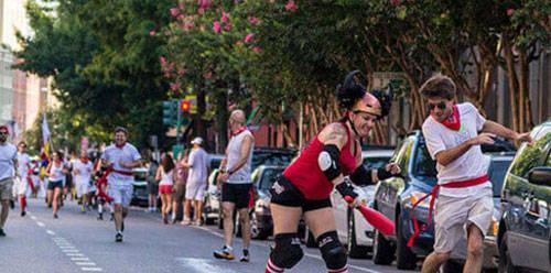 Lễ hội bò đuổi ở New Orleans: Lấy cảm hứng từ lễ hội San Fermin (lễ hội bò đuổi) ở Tây Ban Nha, hàng năm vào những ngày đầu tháng 7 ở New Orleans sẽ tổ chức một buổi lễ tương tự. Những người chơi thay vì bị bò đuổi, sẽ được các cô gái gợi cảm trượt patin, đội mũ sừng bò đuổi theo.