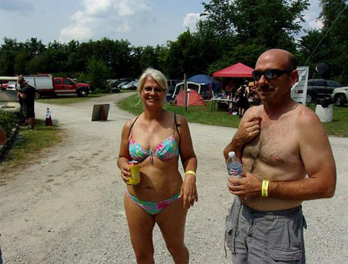 Lễ hội Nudes a Popin: Vào tháng 7 hàng năm ở Roselawn, bang Indiana, người ta sẽ tổ chức một lễ hội mang tên Nudes a Popin. Những người tham gia vào bữa tiệc vui vẻ này sẽ có màn trình diễn khỏa thân nhằm giành vương miện Hoa hậu Nude (Miss Nude).