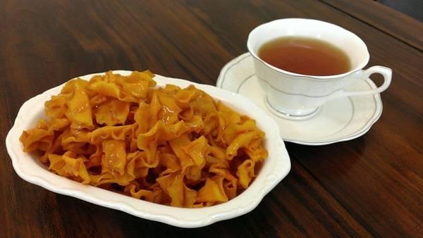 Khoai lang: Đây là loại nguyên liệu được người Đài Loan yêu thích, không chỉ bởi mùi vị và giá trị dinh dưỡng mà còn vì nó có dạng giống như hòn đảo này. Khoai lang có thể được dùng để nấu súp với gừng, đem nướng, nghiền thành bột để cho vào các món ăn khác hay chiên giòn.