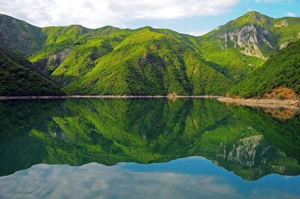 Koman, Albania: Bạn sẽ ngỡ ngàng trước vẻ đẹp tự nhiên của hồ Komani và bạn sẽ cảm thấy không thể có một nơi nào đẹp hơn thế này nữa.