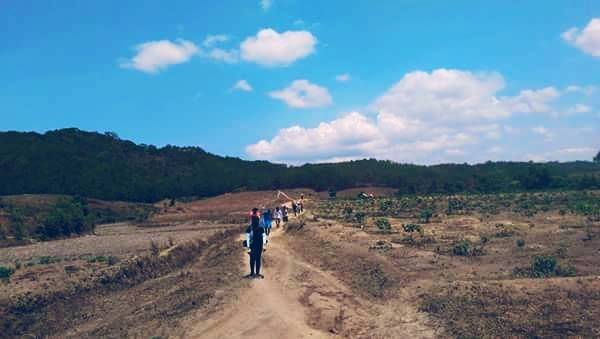 phuot-thu-khong-chuyen-tren-con-duong-trek-dep-nhat-viet-nam-ivivu-2