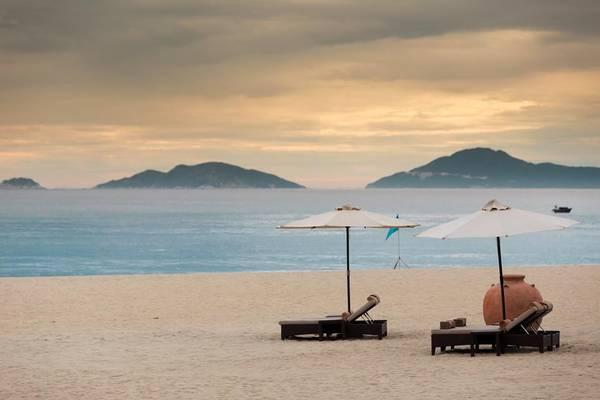 Bãi biển riêng thơ mộng tại The Nam Hải.