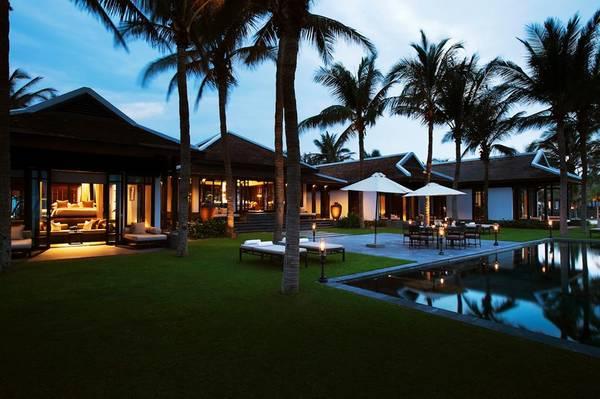 Biệt thự có hồ bơi có thể chứa tối đa đến 15 người lớn.