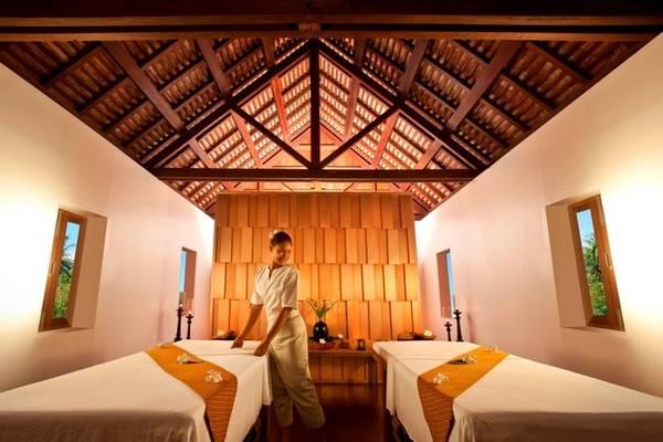 Phòng spa mở cửa hàng ngày, cung cấp nhiều loại hình thư giãn, bao gồm các loại massage truyền thống của Lào, Thái Lan... Ngoài ra khu vực tập gym được trang bị đầy đủ những dụng cụ hiện đại, cùng không gian tập yoga, thiền cho du khách. Phòng gym mở cửa 24/24. Ảnh: Sofitel Luang Prabang