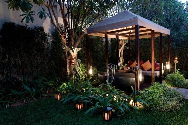 Mỗi phòng có một khu vườn nhỏ với rất nhiều cây xanh, ghế sofa và bồn tắm ngoài trời mang đến không gian riêng tư để du khách thoải mái thư giãn. Ảnh: Sofitel Luang Prabang
