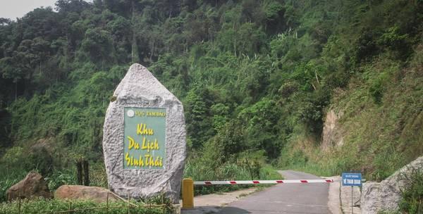 Vườn quốc gia Tam Đảo (tỉnh Vĩnh Phúc) mở cửa một khu vực khá rộng lớn cho du khách tham quan và nghỉ dưỡng. Lối vào Vườn chỉ các thị trấn Tam Đảo khoảng 1,5 km. Người dân địa phương thường gọi đây là khu Tam Đảo 2.