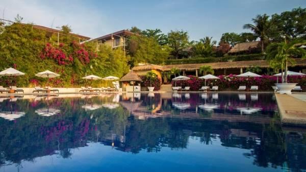 Bên cạnh những khu vườn nhiệt đới rực rỡ, Victoria Phan Thiết còn sở hữu hồ bơi Infinity tuyệt đẹp.