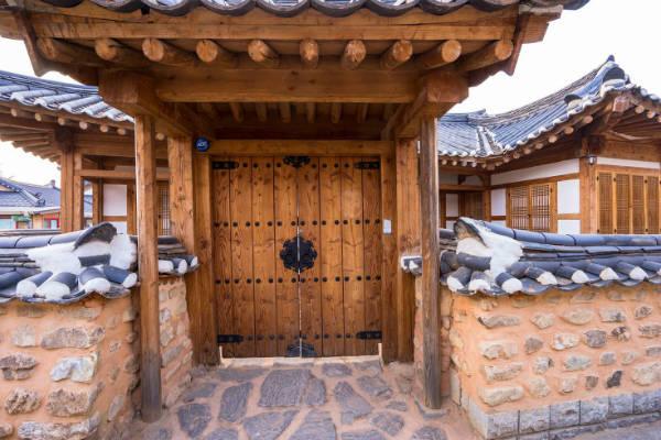 Hanok là kiểu nhà ở truyền thống của giới quý tộc Hàn Quốc.