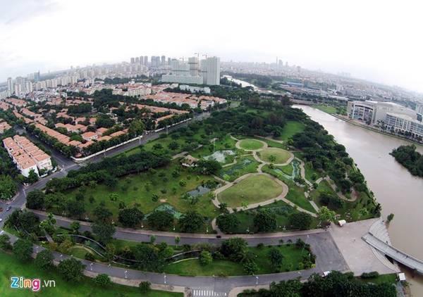 Khu đô thị Phú Mỹ Hưng là một khu đô thị lớn thuộc quận 7 được quy hoạch, thiết kế sang trọng với những dãy biệt thự, con đường rợp bóng cây... Nhiều du khách đánh giá nơi đây như một Singapore giữa lòng TP HCM. Ảnh: Trương Khởi.