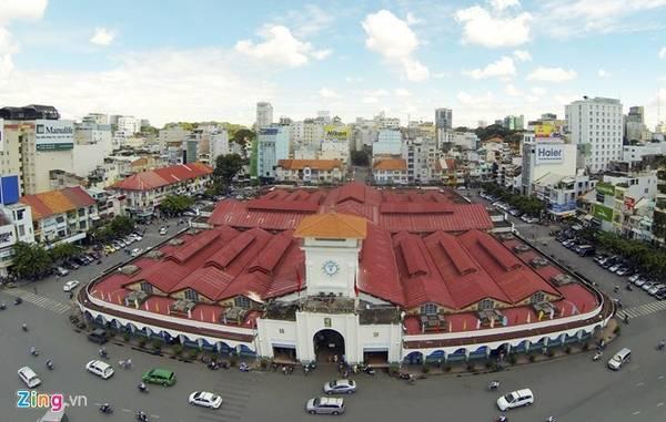 Chợ Bến Thành (quận 1): Đây là một trong những ngội chợ lớn nhất TP HCM. Ngôi chợ này được xem như biểu tượng của thành phố. Rất nhiều du khách chọn Bến Thành để tham quan và mua sắm quà lưu niệm. Ảnh: Mạnh Thắng.