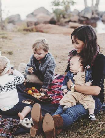 Hãy gạt bỏ công việc sang một bên và tận hưởng chuyến đi cùng cả gia đình.