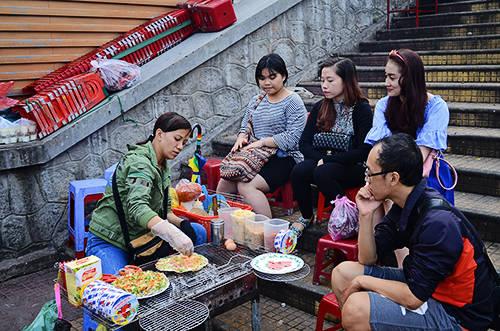 Nhiều bạn trẻ đến Đà Lạt đều mê mẩn với món ăn này. Ảnh: Phong Vinh.