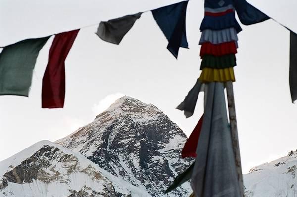 Đỉnh núi Everest nhìn từ Gorakshep, điểm cao trên 5 000 m, là chặng dừng chân cuối cùng khi đến EBC.