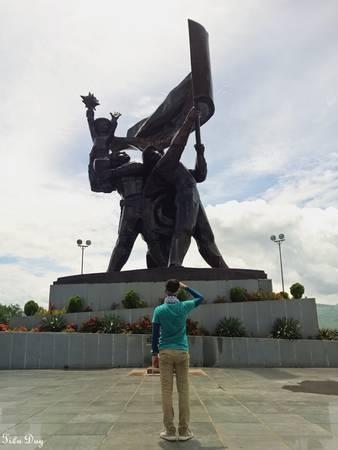 Tượng đài Chiến thắng Điện Biên Phủ trên đồi D1. Ảnh: Tiểu Duy