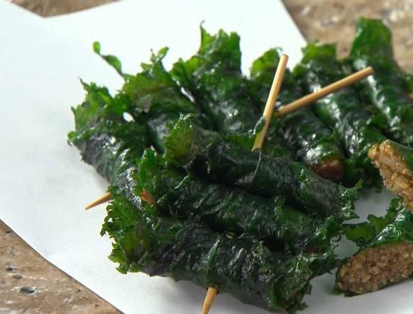Shiso maki: Trong món ăn này, hạt dẻ và miso được trộn cùng mè rang trước khi cuộn trong lá shiso. Sau đó, chúng được nấu chín với dầu mè.
