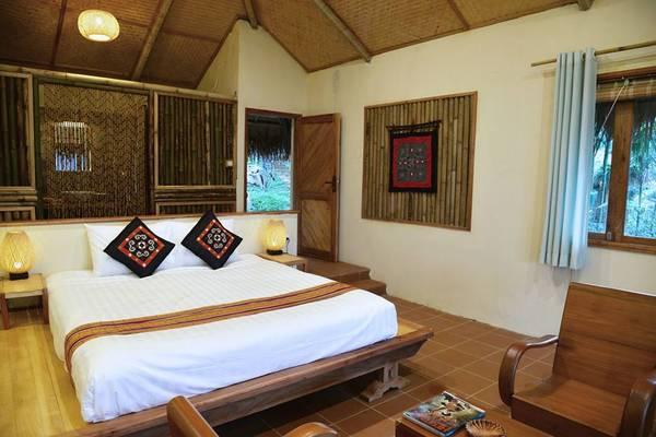Puluong Retreat có 3 loại phòng: Nhà sàn tập thể, Deluxe Bungalow và Suite Bungalow.