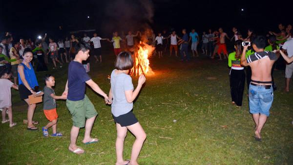 Đêm lửa trại - Ảnh: Phạm Tô Chiêm
