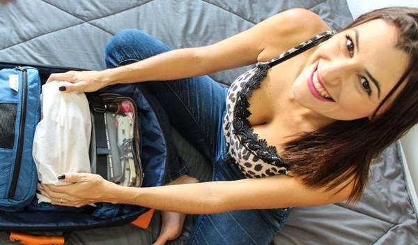 Hãy cân nhắc để mang những vật dụng thật sự cần thiết trong hành lý xách tay. Ảnh: loveandroad.