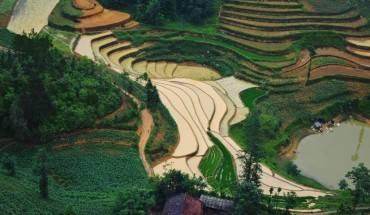 cao-nguyen-da-dong-van-hut-hon-trong-mat-du-khach-phuong-nam-ivivu-16