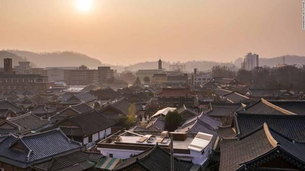3. Jeonju, Hàn Quốc: Hàng trăm ngôi nhà truyền thống của Hàn Quốc vẫn được gìn giữ gần như nguyên vẹn ở làng Hanok của Jeonju. Tới đây, bạn có thể lang thang chiêm ngưỡng kiến trúc, trải nghiệm văn hóa và ẩm thực lâu đời của vùng đất này.