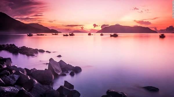 4. Côn Đảo (Bà Rịa - Vũng Tàu): Quần đảo xinh đẹp này thu hút du khách quốc tế nhờ vẻ đẹp hoang sơ, hải sản tươi ngon và hệ động thực vật phong phú.
