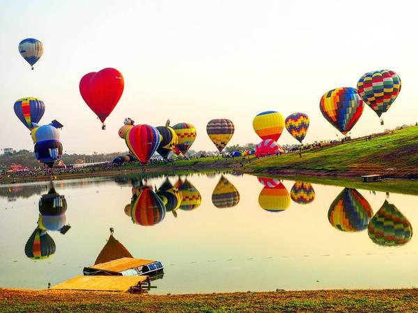 Lễ hội khinh khí cầu được tổ chức ở công viên. Ảnh:@buffet72
