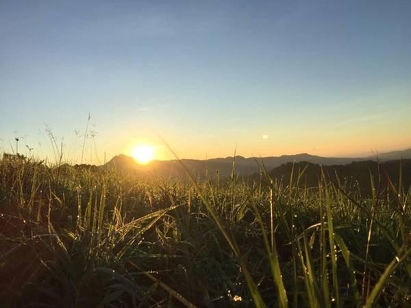 Sớm thức dậy ở một nơi xa, đón những tia nắng đầu tiên khởi đầu cho nhiều điều mới mẻ thú vị.