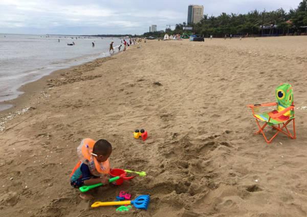 Bãi biển Cửa Lò rộng, dài với bờ cát mịn - Ảnh: BĂNG GIANG