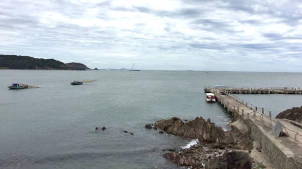 Cầu tàu ở bán đảo Lan Châu - Ảnh: BĂNG GIANG