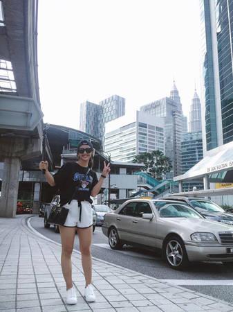 kha-ngan-me-an-mi-xao-lai-xe-dia-hinh-o-malaysia-ivivu-21