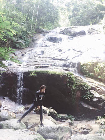 kha-ngan-me-an-mi-xao-lai-xe-dia-hinh-o-malaysia-ivivu-28