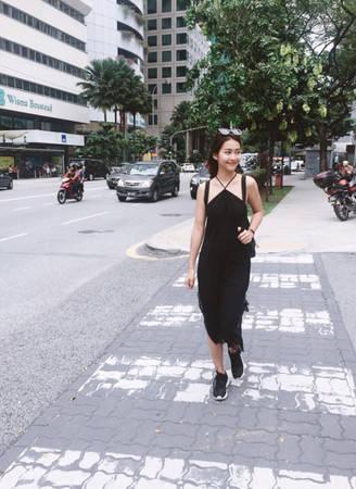 Malaysia là thiên đường mua sắm giả cả bình dân nên hotgirl cũng tranh thủ cùng nhóm bạn dạo phố và ghé qua nhiều trung tâm thương mại ở khu Bukit Bintang.