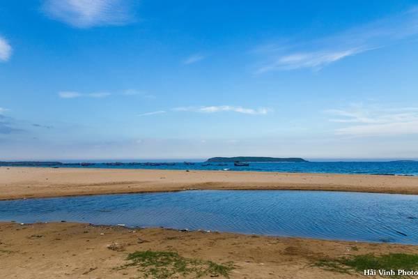Buổi chiều, chúng tôi đi ngược về phía bắc. Trong ảnh là biển ở làng chài Long Thủy, cách Tuy Hòa chừng 10 km.