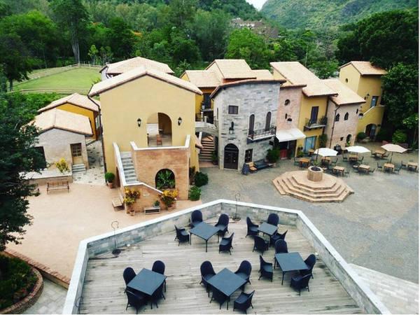 Một góc của ngôi làng Primo Piazza nhìn từ trên cao. Ảnh: i_am_theerapat