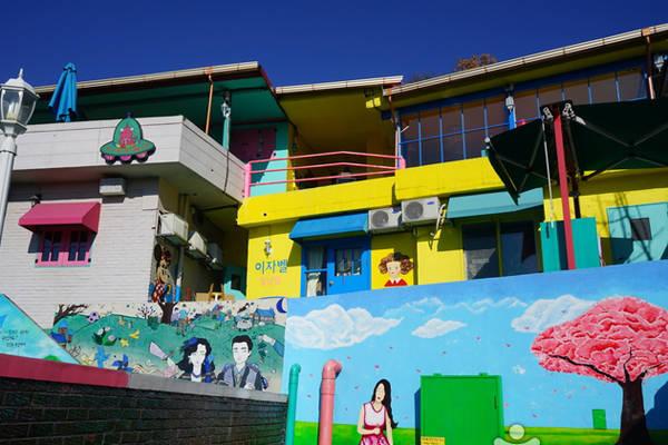 Từng là một hẻm cũ ít người biết đến, giờ đây cả ngôi làng Jaman tại Jeonju đã thay đổi tuyệt đẹp. Làng Jaman chỉ khoảng 40 ngôi nhà nhưng thu hút một lượng du khách lớn ghé thăm mỗi ngày.