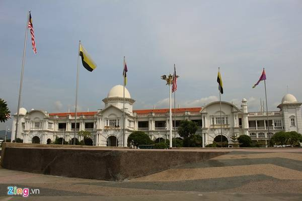Nhà ga Ipoh được thiết kế theo ngôi đền Taj Mahal. Ảnh: Bảo Phong.