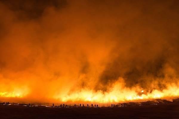 Quá trình đốt có thể kéo dài từ 30 phút đến một tiếng tùy thuộc vào mức độ cỏ khô đến đâu. Ảnh: Iris.